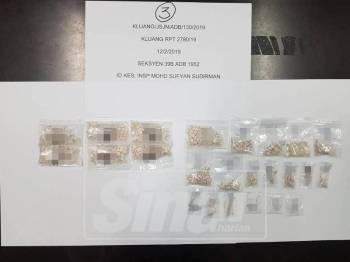 Jenis-jenis dadah yang dirampas dalam tiga serbuan di sekitar daerah Kluang, semalam.