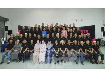 Antara alumni graduan Fakulti Ekonomi dan Pengurusan Universiti Kebangsaan Malaysia (UKM) Kumpulan 1974 hingga 1978 yang memeriahkan program Sembang Nostalgia 2 bertempat di Studio F, Kumpulan Media Karangkraf, di sini hari ini.