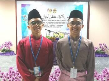 Muhammad Fahmi (kiri) dan Muhammad Fahri menjadi tumpuan menyertai majlis hafazan.