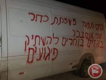 Salah sebuah kenderaan milik penduduk Palestin yang menjadi mangsa vandalisme pendatang Yahudi di perkampungan Iskaka.