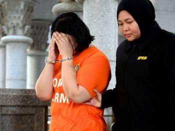 Seorang setiausaha pejabat kepada pegawai kanan Perbendaharaan direman lima hari bermula hari ini bagi membantu siasatan kes meminta dan menerima rasuah RM1.5 juta. - Foto Bernama