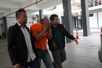 Lelaki berkenaan dibawa ke mahkamah untuk tempoh tahanan reman.