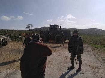 Tentera Israel yang lengkap bersenjata tiba di perkampungan Urif.