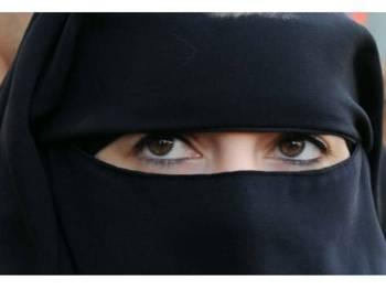 Burka antara pakaian bagi wanita Muslim