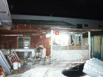 Rumah tempat tinggal pasangan suami isteri terbabit.