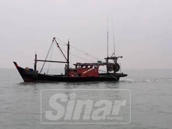 Bot nelayan tempatan kelas B ditahan kerana melanggar syarat lesen iaitu menunda kurang dari 5 batu nautika.