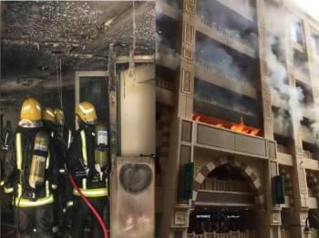 Bomba usaha memadamkan kebakaran dan gambar kanan api sedang marak. - Gulf Daily