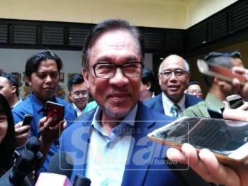 Anwar ketika bercakap kepada pemberita selepas menyampaikan Syarahan Darul Ehsan 2019 di Universiti Selangor, hari ini.