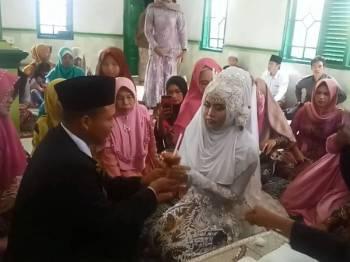 Pasangan pengantin hanya memilih segelas cendol sebagai mas kahwin.