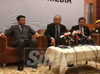 Muhyiddin ketika bercakap pada sidang media, di sini, hari ini.