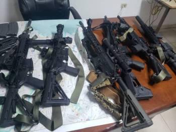 Antara senjata yang dirampas daripada kumpulan terbabit.