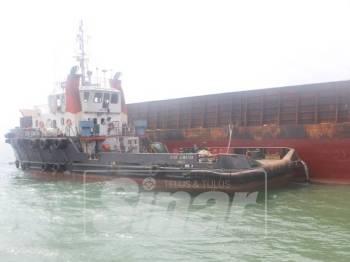 Kapal Tug BotStar Sumatra yang ditahan kerana berlabuh tanpa kebenaran.