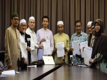 Sidang media penjelasan kunjungan hormat Presiden Pas kepada Perdana Menteri di Marang, Terengganu.