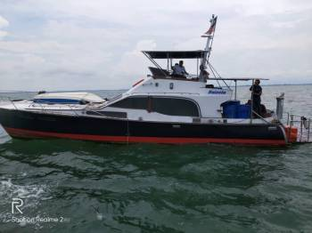 Bot dalam perjalanan ke Pulau Langkawi ini nyaris karam akibat kebocoran sebelum diselamatkan Maritim