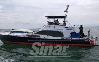 Bot dalam perjalanan ke Pulau Langkawi ini nyaris karam akibat kebocoran sebelum diselamatkan Maritim.