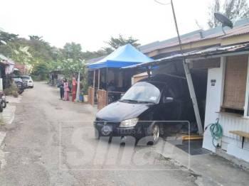 Kereta yang dipandu wanita telah melanggar seorang kanak-kanak lalu merempuh sebuah rumah.