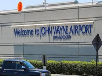 Insiden mengakibatkan kematian seorang pekerja di Lapangan Terbang John Wayne. - Foto BBC