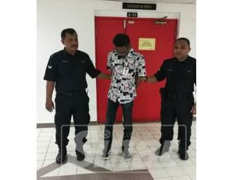 Mohd Abdul Hakim didenda RM2,000 atau penjara sebulan selepas mengaku salah membangkitkan pecah keamanan kepada anggota trafik melalui status dimuat naik di Facebook.
