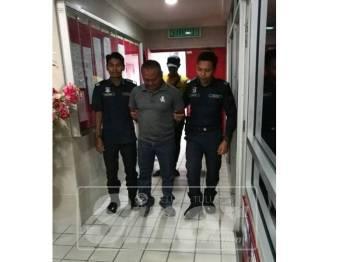 Tertuduh, Sidek Awang, 48, di denda RM48,000 atau penjara 4 bulan sekiranya gagal menjelaskan denda selepas mengaku salah memiliki rokok seludup bernilai RM4,732.00.
