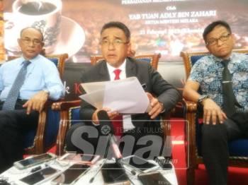 Adly ketika ketika sidang media majlis mesyuarat Exco di Pusat Dagangan Antarabangsa Melaka (MITC), Ayer Keroh di sini, hari ini.