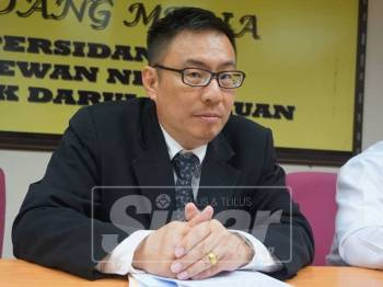 Cheok Keng ketika sidang media mengenai hasil mesyuarat PAC, hari ini.