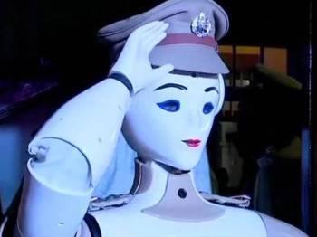Robot wanita pertama di IPD Kerala - ANI