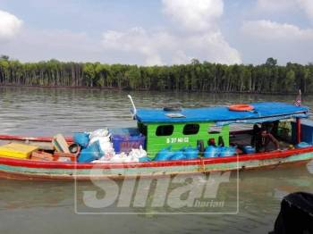 Bot barter trade Indonesia ditahan kerana gagal mempamerkan insurans perkapalan.