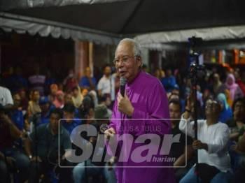 Bekas Perdana Menteri, Datuk Seri Najib Tun Razak menyampaikan ceramah di Rinching malam ini. - Foto Sinar Harian/SHARIFUDIN ABDUL RAHIM