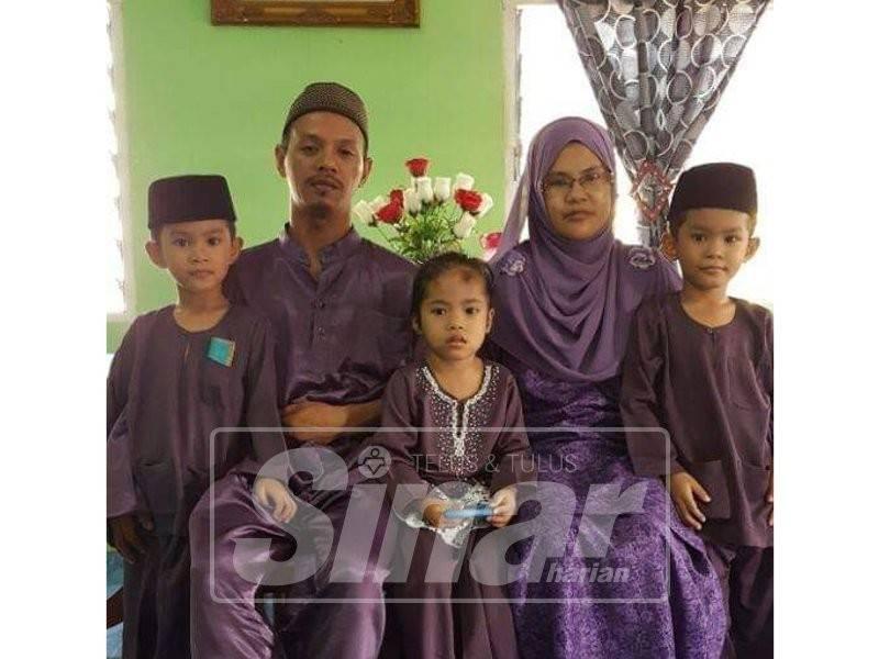 Gambar kenangan arwah bersama keluarga.