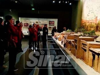 Delegasi media dari Malaysia dan Indonesia dibawa melawat Muzium Xinjiang yang memaparkan sejarah wilayah itu dan kepelbagaian etnik dan budayanya