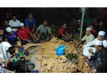 Allahyarham Suhaimi selamat dikebumikan di Tanah Perkuburan USJ 22, di sini kira-kira jam 8.30 malam tadi.