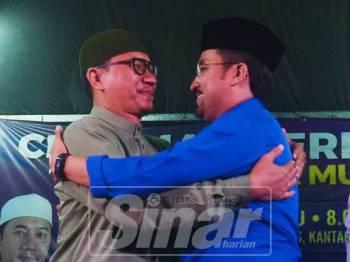 Muhammad Khalil bersama Ketua Pemuda Umno, Datuk Dr Asyraf Wajdi Dusuki ketika sesi Ceramah Perdana Pentas Anak Muda di Kantan Permai malam tadi. Foto Sinar Harian oleh SHARIFUDIN ABDUL RAHIM