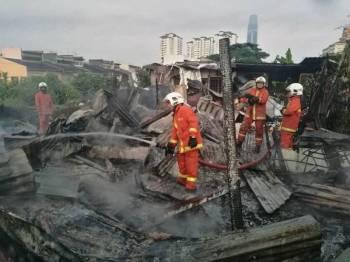 Keadaan kediaman yang musnah 100 peratus dalam kejadian kebakaran pagi tadi.