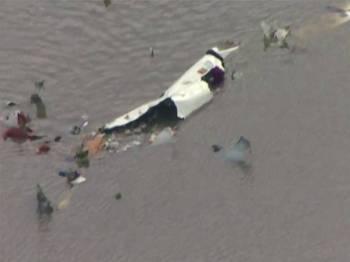 Ketiga-tiga penumpang dipercayai turut maut dalam nahas itu.