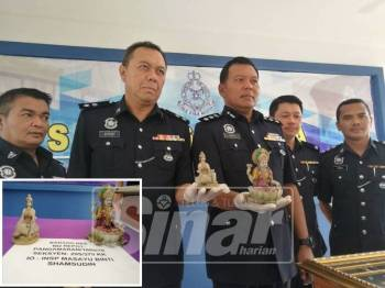 Shamsul Amar (tengah) menunjukkan patung berhala yang dirampas polis susulan tertangkap seorang lelaki berusia 37 tahun. (Gambar kecil: Patung yang dirampas.)