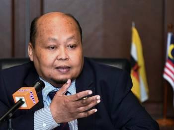 Pesuruhjaya Malaysia ke Brunei Ismail Salam ketika mengadakan sidang media hari ini mengenai lawatan Timbalan Perdana Menteri Datuk Seri Dr Wan Azizah Wan Ismail ke Brunei esok. - Foto Bernama