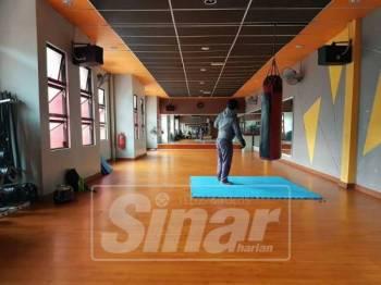 Ruang latihan luas dan selesa.