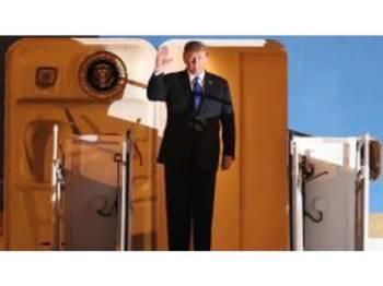 Trump tiba di Lapangan Terbang Antarabangsa Noi Bai, Hanoi,lewat petang semalam.