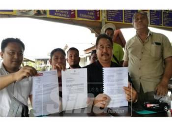 Mohd Tarmizhi (duduk, kanan), pada sidang media, berkenaan.