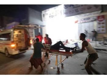 Ambulans tiba dilokasi kejadian.