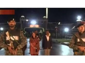 Rakaman Pakistani TV menunjukkan Komander Udara Abhinandan Varthaman bersedia melintasi sempadan. - Foto Reuters
