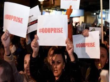 Tunjuk perasaan bagi menuntut peletakan jawatan Presiden Milo Djukanovic telah memasuki minggu keempat.