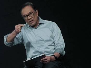 Anggota Parlimen Port Dickson, Datuk Seri Anwar Ibrahim ketika bercakap pada Sesi Dialong 'Digital Native Agenda (DNA23)' oleh Anwar Ibrahim, di Studio 1 Astro All Asia Broadcast Centre, hari ini. - Foto Bernama