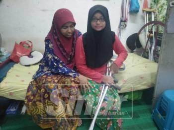 Nurul Hasrina yang kudung kaki kanan akibat kemalangan pada 2016 bersama ibunya, Zakiah Waly Mohamad, 57.