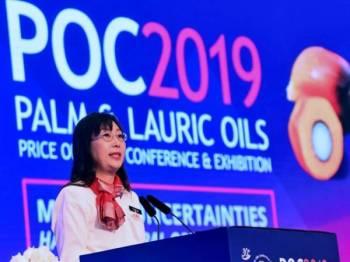 Teresa berucap semasa Persidangan & Pameran Outlook Harga Minyak Sawit dan Lauric Tahunan ke-30 Tahunan (POC 2019) hari ini. - Foto Bernama