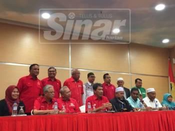 Mesyuarat bersejarah antara UMNO dan Pas berlangsung di Menara Datuk Onn, hari ini.