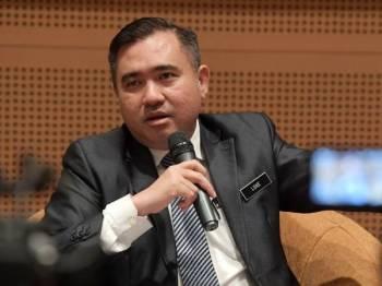 Anthony Loke ketika sidang media selepas mempengerusikan Mesyuarat Majlis Pengangkutan Negara Bil1/2019 Pusat Konvensyen Antarabangsa Putrajaya (PICC), hari ini. -Foto Bernama