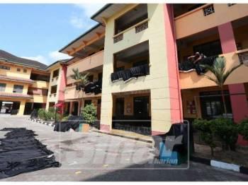 Sekolah Menengah Kebangsaan Taman Pasir Putih antara yang menutup operasi selepas didapati tercemar dengan bahan kimia.