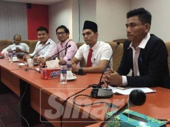 Ahmad Suffian (kanan) melihat forum politik itu sebagai keterbukaan universiti dalam era Malaysia Baharu.
