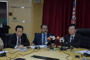 Jagdeep (tengah) bersama Kon Yeow (kanan) pada sidang media yang diadakan.
